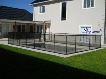 lưới che làm hàng rào bảo vệ hồ bơi skyzone